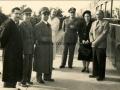 1949 (NATALE) LA COMMISSIONE DI ASSISTENZA IN GIRO PER I SANATORI (RECTO) - Dr.Buccellato (dirett.amministr.osp.Torrebianca)-Gen.Marceca-Dr.BaidiAnalista) 1