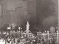 2) 1954 - LA MADONNA DAVANTI IL CANCELLO DELLA VILLETTA